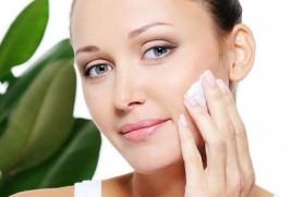 Как ухаживать за жирной кожей лица летом?